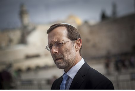 Moshe Feiglin, outside Temple Mount