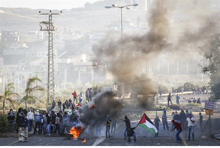 Israeli Arabs riot in Kafr Kana
