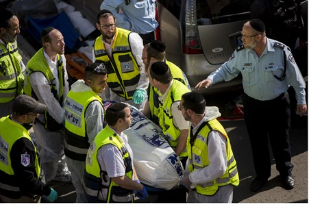 ZAKA workers remove body at Har Nof attack