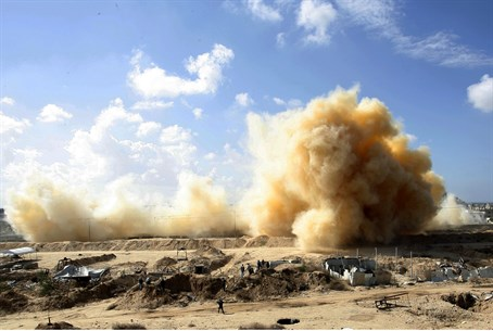 Egypt explodes Gaza homes in Rafah