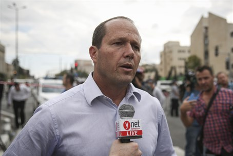 Nir Barkat at terror attack scene (file)