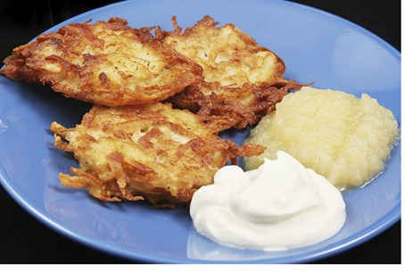 Hanukkah latkes (illustration)