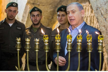 Netanyahu speaks at candlelighting ceremony