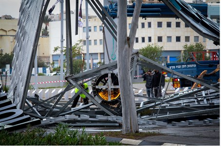 Billboard collapsed in Netanya due to storm
