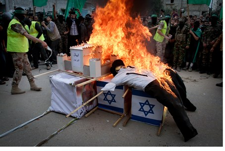 Hamas burns Jewish mannequin and Temple model