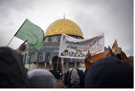 Gazan Hamas-supporters on Temple Mount (file)