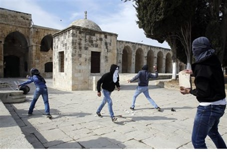 Muslim rioters on Temple Mount (file)
