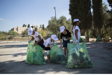 Kids clear garbage at campsite (illustrative)