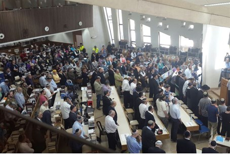 Thousands attend Rabbi Aharon Lichtenstein's funeral