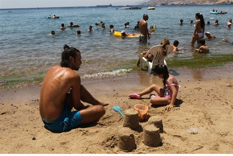 Eilat beach glows in the sun (file)