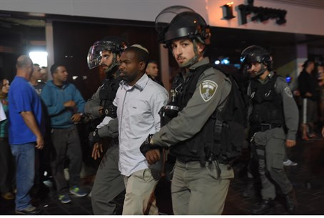 Police arrest Ethiopian Jewish protester at Tel Aviv demo