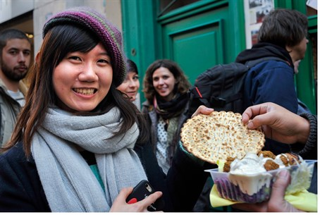 Taiwanese tourist eats Jewish food in Paris (illustration)