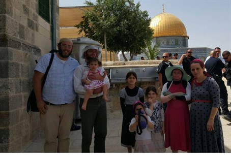 Shapira (2nd from Right) with family on Temple Mount