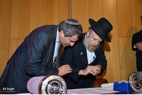 Knesset speaker Yuli Edelstein writes a letter in the new Torah scroll