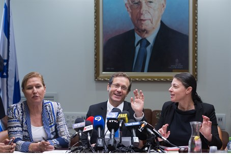 Yitzhak Herzog addresses Zionist Union faction meeting