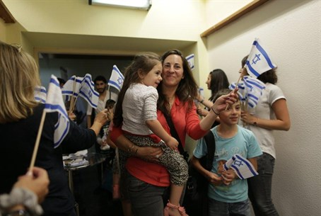 French Jews arrive in Israel