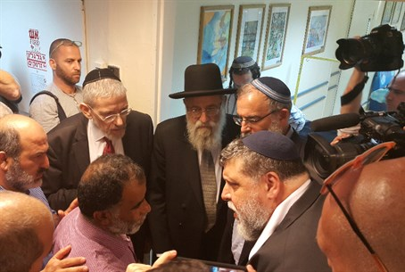 Rabbinic, Muslim leaders meet with grandfather of family attacked in Duma