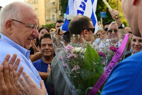 Rivlin meets citizens who gathered for unity rally
