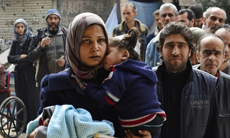 Yarmouk residents queue to receive humanitarian aid