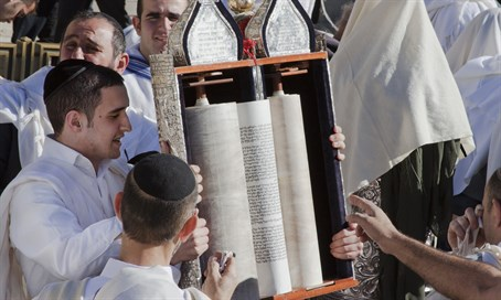 Reading the Torah at the Kotel