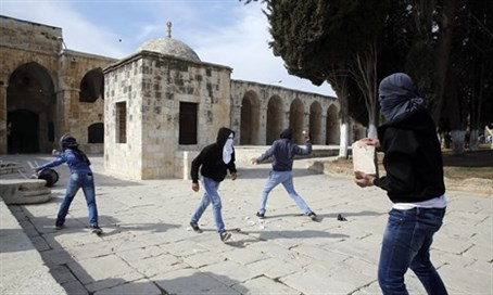 Muslims on Temple Mount (file)