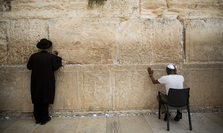 Jews pray at the Western Wall, September 9, 2015