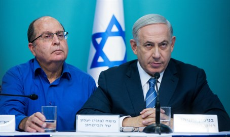 Defense Minister Moshe Yaalon (L) with Netanyahu (R)