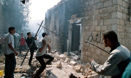 Arabs occupy and desecrate Joseph's Tomb in 2000