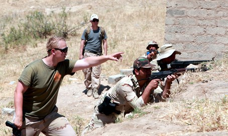 US soldier directs Kurdish forces in training exercise in Iraq