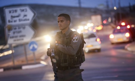 Border Police officer outside Kiryat Arba (file)