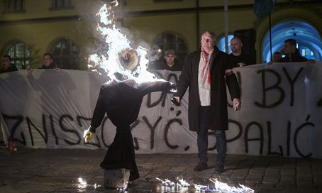 Jewish effigy burned in Wroclaw, Poland
