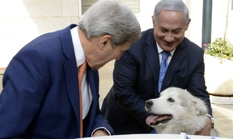 Binyamin Netanyahu introduces John Kerry to his dog Kaiya