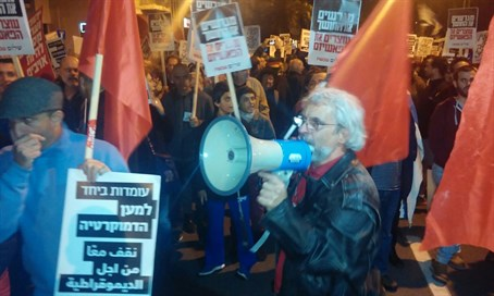 Left vs. right at Tel Aviv rally