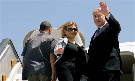 Binyamin and Sarah Netanyahu board a plane in 2009