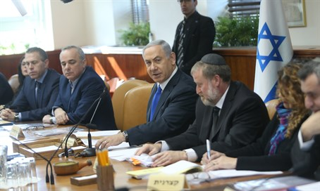 Netanyahu holds cabinet meeting