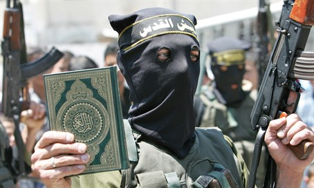 Islamic Jihad terrorist holds Koran at Gaza rally (illustration)