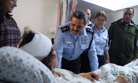 Police chief Roni Alsheich visits wounded Border Police officer