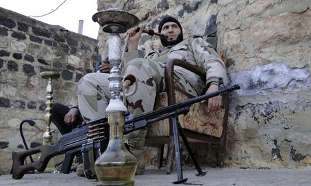 Syrian rebels smoke waterpipes during lull in fighting (file)