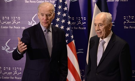 Joe Biden with Shimon Peres in Tel Aviv