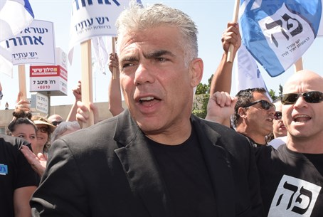Lapid at Yesh Atid protest