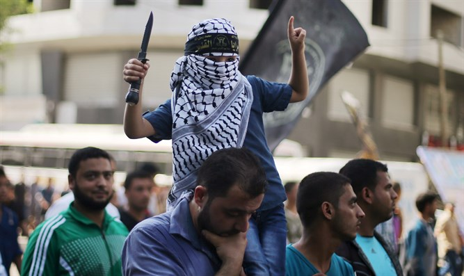 Arab child waves knife during Gaza City march