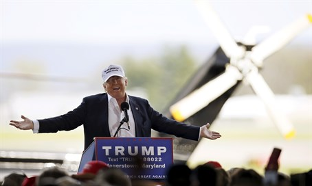 Donald Trump in front of his private helicopter at Maryland campaign rally