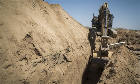 IDF digger exposes Gaza terror tunnel