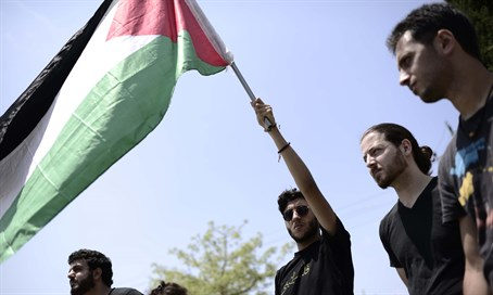 Arab and leftist students wave PLO flag at TAU