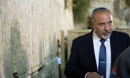 Avigdor Liberman at Kotel, May 2016