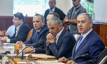 Binyamin Netanyahu at weekly Cabinet meeting (file)