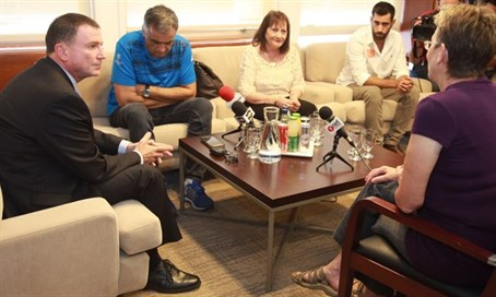 Edelstein meets with families of fallen soldiers Goldin and Shaul