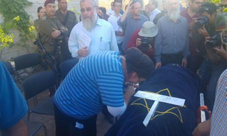 Hallel-Yaffa Ariel's mother grieves over her body during funeral procession