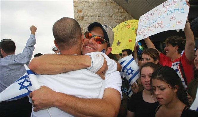 New olim land in Israel