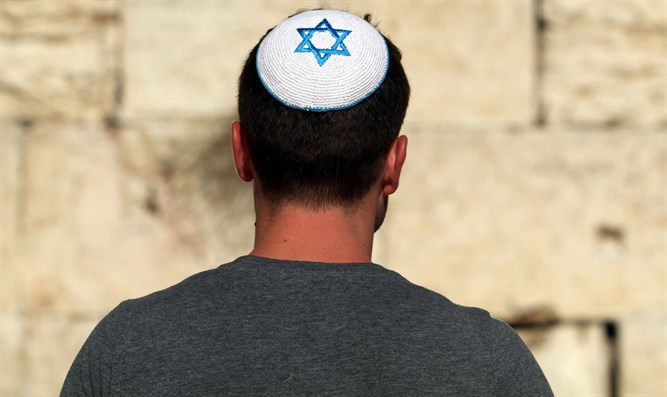 Jewish man wears a kippah at the Kotel